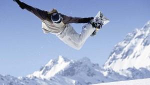 ROBINSON Club Arosa Snowboarding Trick auf der Skipiste im Schanfigger Tal