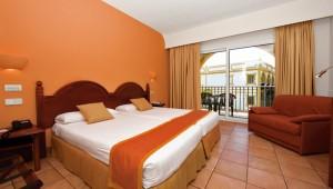 ALDIANA Andalusien großzügiges Zimmer mit Balkon und toller Aussicht