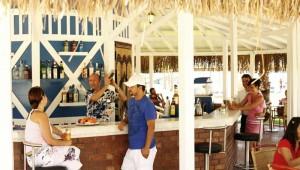 ROBINSON Club Nobilis Bar mit leckeren und frischen Drinks direkt am Strand
