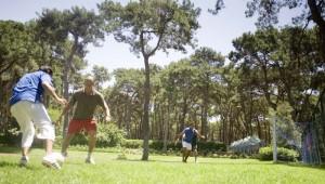 ROBINSON Club Pamfilya Fussball spielen auf dem großen Sportplatz