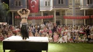 ROBINSON Club Pamfilya orientalischer Bauchtanz auf der Bühne am Abend