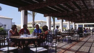 ROBINSON Club Playa Granada All Inklusive Restaurant mit Blick in den Garten
