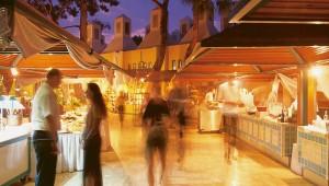 ROBINSON Club Camyuva Buffet mit vielfältigem Angebot unter freiem Himmel