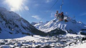 ROBINSON Club Alpenrose Zürs Ausblick auf Lech - Zürs und den Skilift