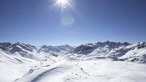 ROBINSON Club Alpenrose Zürs Landschaft im Winter und Arlberg