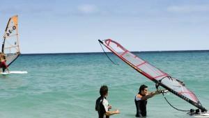 ROBINSON Club Esquinzo Playa Windsurfen mit der Surfschule und Lehrer