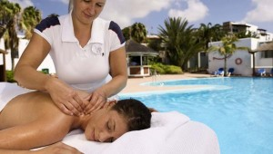 ROBINSON Club Esquinzo Playa Massage unter freiem Himmel am Pool