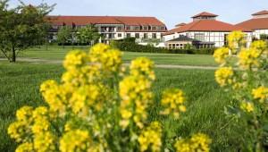 ROBINSON Club Fleesensee Große Park- und Gartenanlage mit Blumen