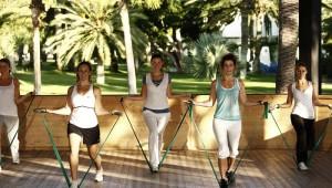 ROBINSON Club Jandia Playa Aerobic am Morgen im Garten mit Trainer