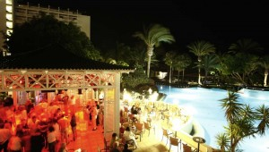 ROBINSON Club Jandia Playa Themen Discothek unter dem Pavillon am Pool