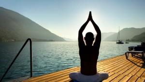 ROBINSON Club Landskron Yoga im Morgengrauen am Ossiacher See