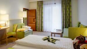 ROBINSON Club Landskron Doppelzimmer Typ 2 mit Schlafsofa und Balkon