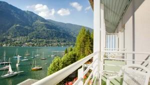 ROBINSON Club Landskron Zimmer mit Balkon und Aussicht auf den See