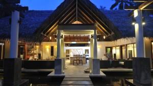 ROBINSON Club Malediven Eingang zum WellFit Wellnessbereich