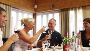 ROBINSON Club Quinta da Ria Weinprobe im Restaurant mit Kellnerservice