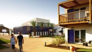 ROBINSON Club Quinta da Ria Anlage mit Palmen und Bungalows
