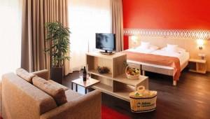 ALDIANA Salzkammergut großzügige Suite mit Doppelbett und Wohnraum