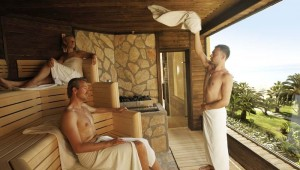 ROBINSON Club Sarigerme Park Sauna mit Ausblick auf den großen Garten
