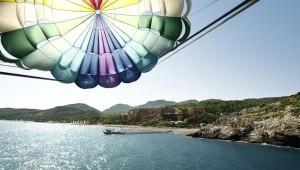 ROBINSON Club Sarigerme Park Parasailing über der türkischen Riviera