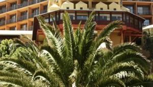 ROBINSON Club Sarigerme Park Hotelgebäude und Gartenanlage mit Palmen