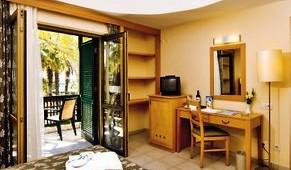 ALDIANA Side Doppelzimmer mit Balkon und schönem Blick in den Garten