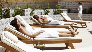ROBINSON Club Soma Bay entspannen auf den Liegen im Wellnessbereich