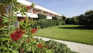 ROBINSON Club Apulia kleiner Park inmitten der Gartenanlage