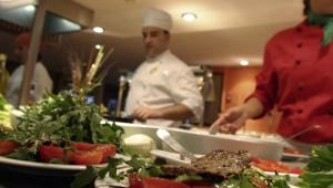 ROBINSON Club Apulia Buffet im Restaurant mit Show Cooking der Köche