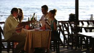 ROBINSON Club Apulia Dinner im Restaurant auf der Terrasse mit Meerblick