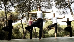 ROBINSON Club Apulia Morgensport im Garten mit Personal Trainer Yoga