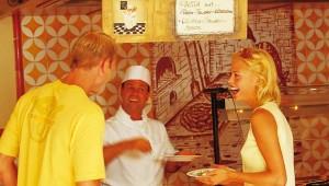 """ROBINSON Club Cala Serena Buffet mit """"Show-Cooking"""" von den Köchen"""