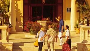 ROBINSON Club Cala Serena Eingang mit Check-In und Rezeption