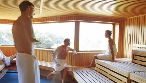 ROBINSON Club Cala Serena Sauna mit Ausblick auf den Garten und das Meer