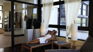 ROBINSON Club Cala Serena WellFit Entspannungsbereich mit Liegen