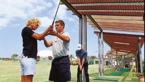 ROBINSON Club Cala Serena Golftraining auf dem Golfplatz mit Golflehrer