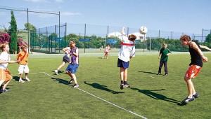 ROBINSON Club Cala Serena Fussball spielen auf dem Multifunktionsplatz