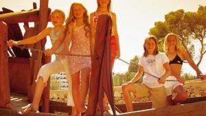 ROBINSON Club Cala Serena lustige Kinderanimation auf dem Spielplatz