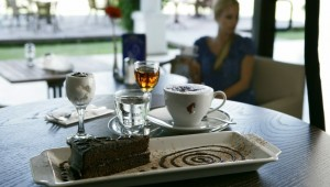 CLUB MAGIC LIFE Belek Imperial schönes Cafe inmitten der Gartenanlage