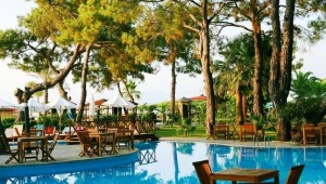 CLUB MAGIC LIFE Kemer Imperial schöne Poolanlage inmitten des Gartens
