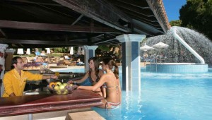 CLUB MAGIC LIFE Waterworld Imperial Bar direkt am Pool mit leckeren Drinks