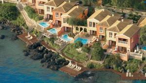 GRECOTEL Corfu Imperial Überblick über die Bungalows mit Bootssteg