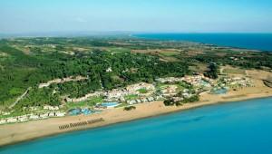 GRECOTEL Olympia Oasis Überblick über die Anlage mit Strand und Meer