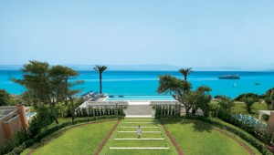 GRECOTEL Mandola Rosa Suites und Villas Überblick über den Garten & Meer