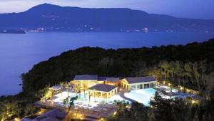 GRECOTEL Eva Palace Überblick über das Hotel und das Meer am Abend