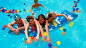GRECOTEL Rhodos Royal lustige Kinderanimation und Betreuung im Pool