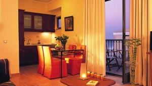GRECOTEL Plaza Spa Apartments Appartement mit Esszimmer und Kitchenette