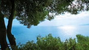 GRECOTEL Pella Beach Ausblick auf das Meer und die große Gartenanlage