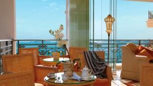 GRECOTEL Eva Palace Bellini Bar mit Ausblick auf das Meer