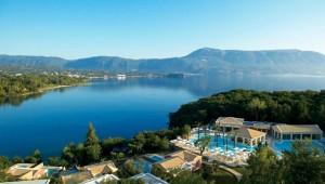 GRECOTEL Eva Palace Lage des Hotels und Blick auf die Bucht von Kommeno