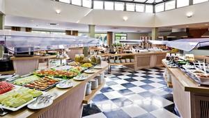FUN CLUB Barceló Margaritas Park reichhaltiges Buffet mit leckeren Speisen